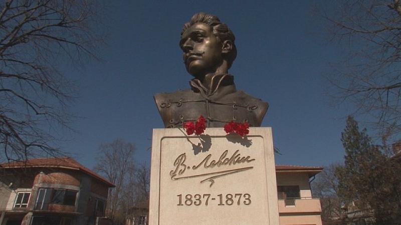 Пенсионерка даде спестяванията си за паметник на Васил Левски