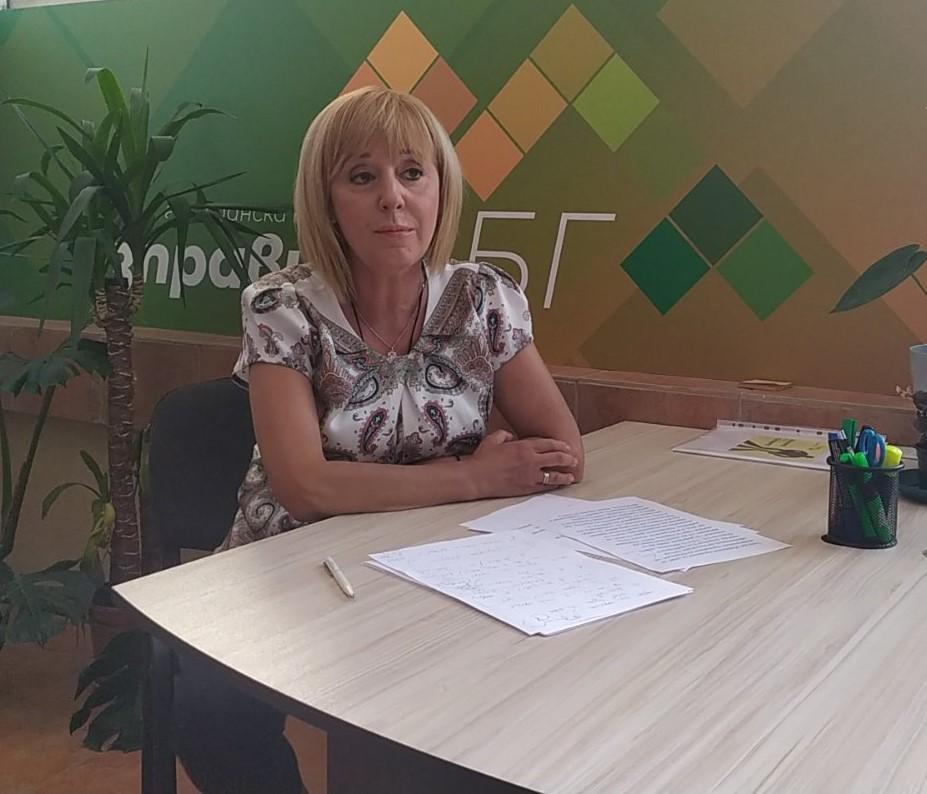 Утре Мая Манолова ще поиска от президента и премиера да предложат референдум по въпросите за промените в Конституцията