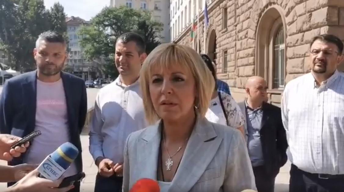 Манолова: Борисов има нагло и нахално поведение на един умиращ от страх премиер