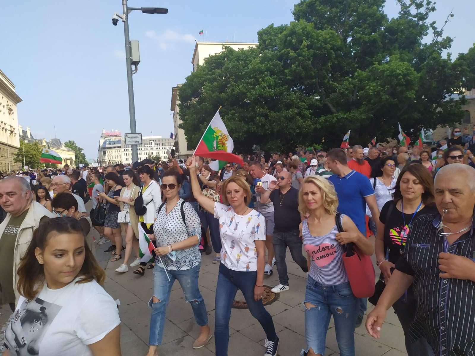 Петък сутринта в 7:30 ч. Манолова ще даде извънреден брифинг пред президентството